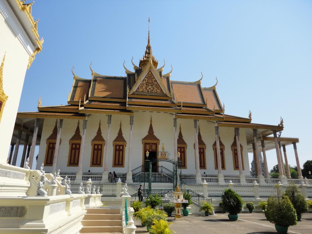 Chùa Bạc – với bức tượng Phật năng 95kg vàng và 2086 viên kiêm cương lớn nhỏ