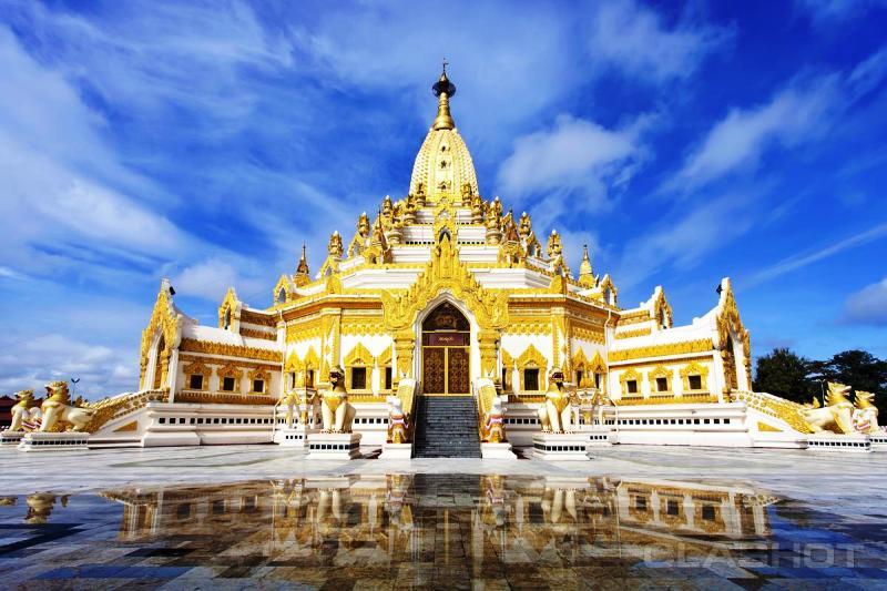 Chùa Chaukdawgyi nơi có pho tượng Đức Phật bằng ngọc thạch nặng 500 tấn