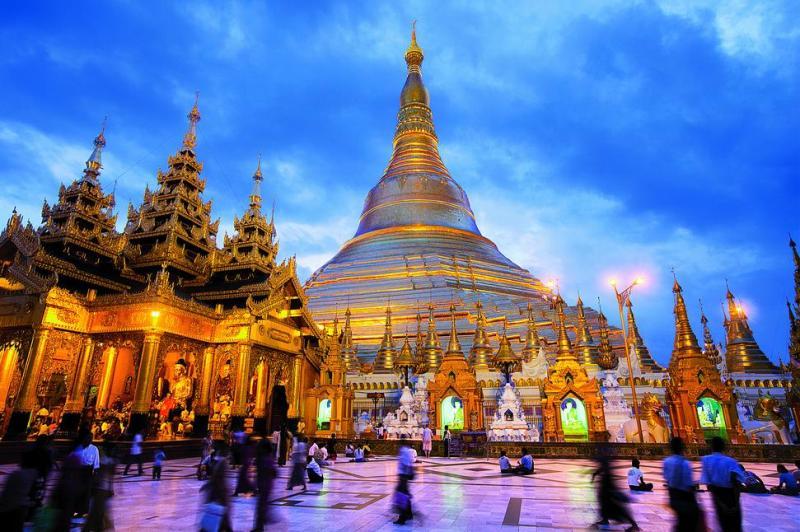 Chùa Shwedagon đẹp lung linh khi đêm về