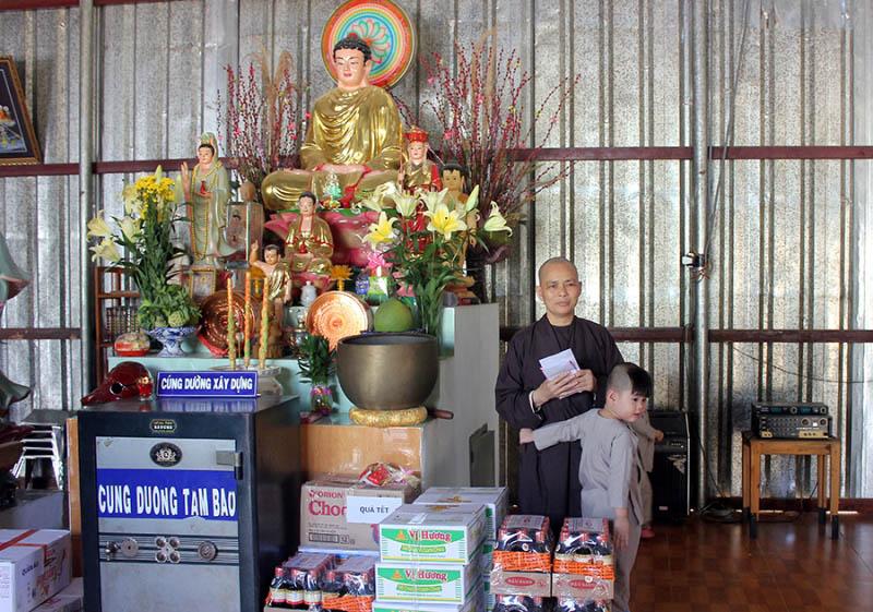 Từ thiện chùa Từ Ân - Phuongl Nam Star Travel