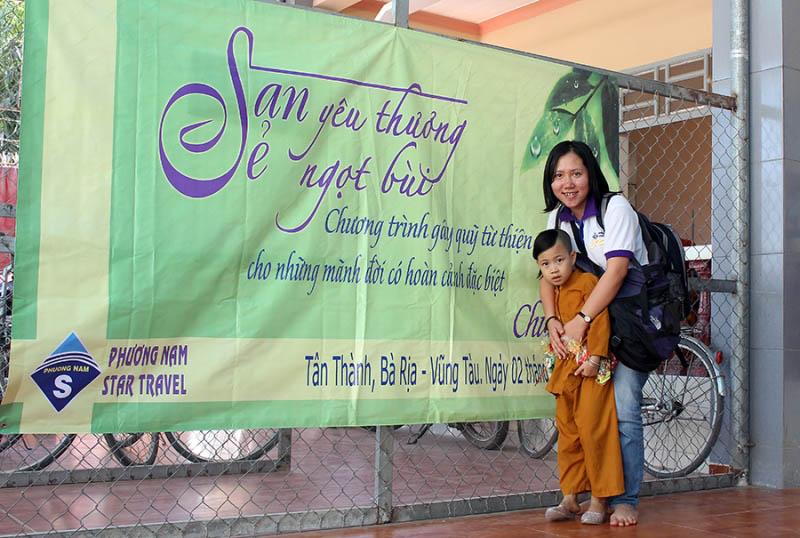 Từ thiện chùa Từ Ân - Phuong Nam Star Travel